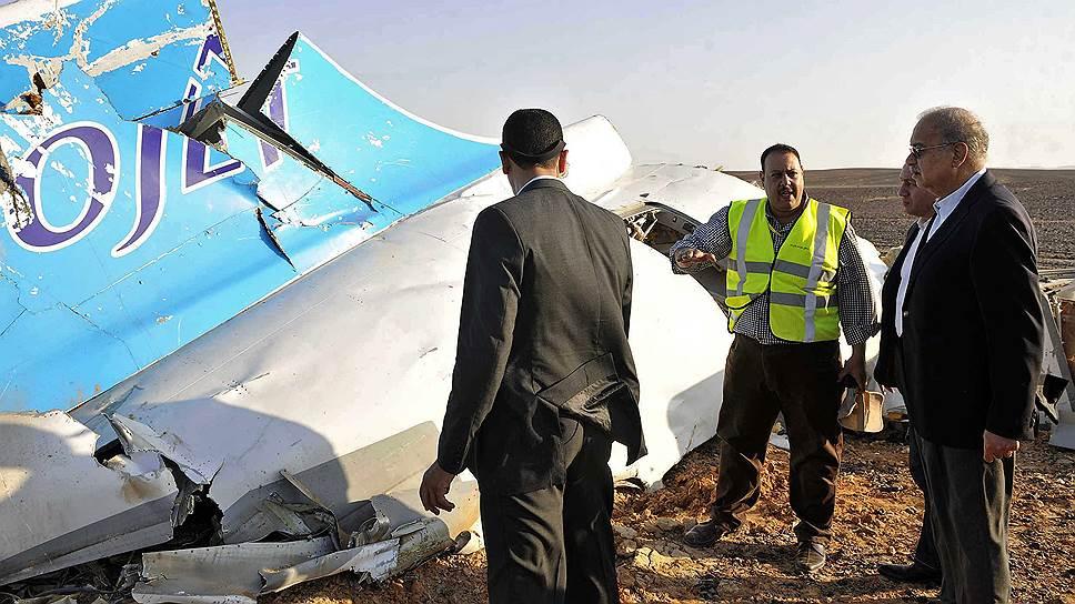 Каирский суд отклонил иск россиян к экс-премьеру Египта Шерифу Исмаилу (справа) по делу о теракте на борту А321