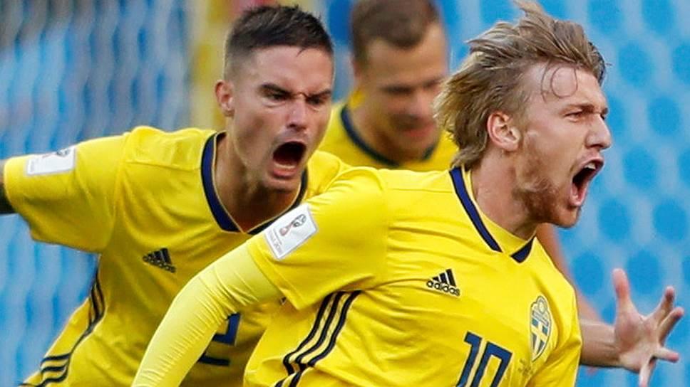 Полузащитник сборной Швеции Эмиль Форсберг (№10) забил победный гол в матче со Швейцарией с помощью рикошета, но и сам много сделал для того, чтобы его команда прошла в четвертьфинал
