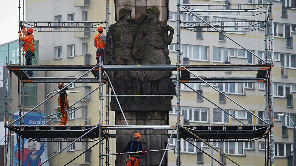 """""""Ъ"""" получил список памятников советским воинам, которые собираются снести в Польше"""