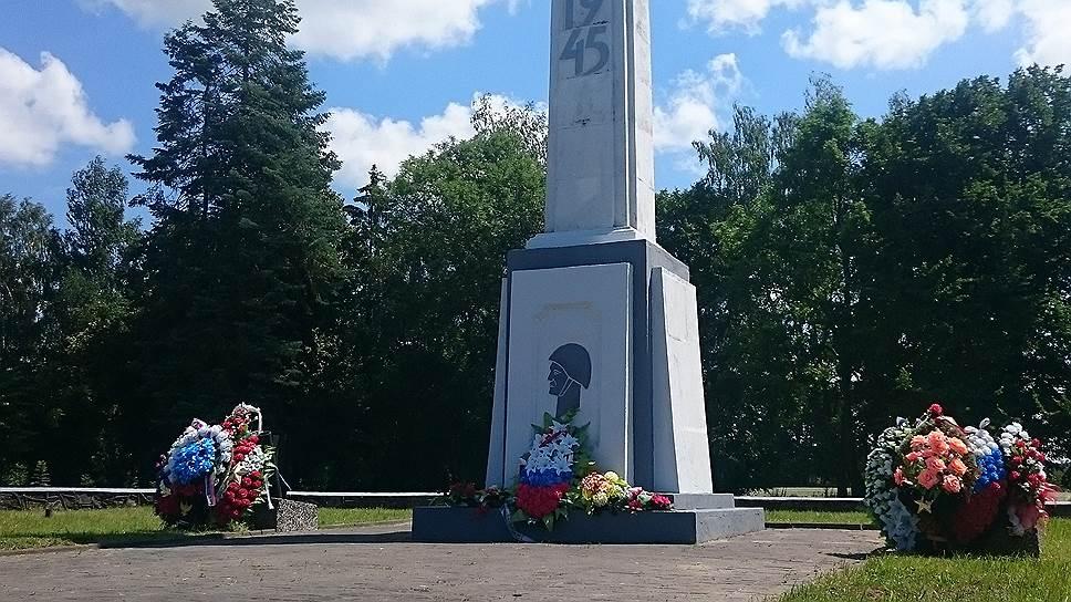 Военное кладбище в Бранево (Варминьско-Мазурское воеводство) – самое большое кладбище солдат Красной Армии в Европе. Здесь покоятся останки 31237 солдат, погибших во время «Восточно-прусской» операции в 1945 году. Практически все они захоронены в братских могилах