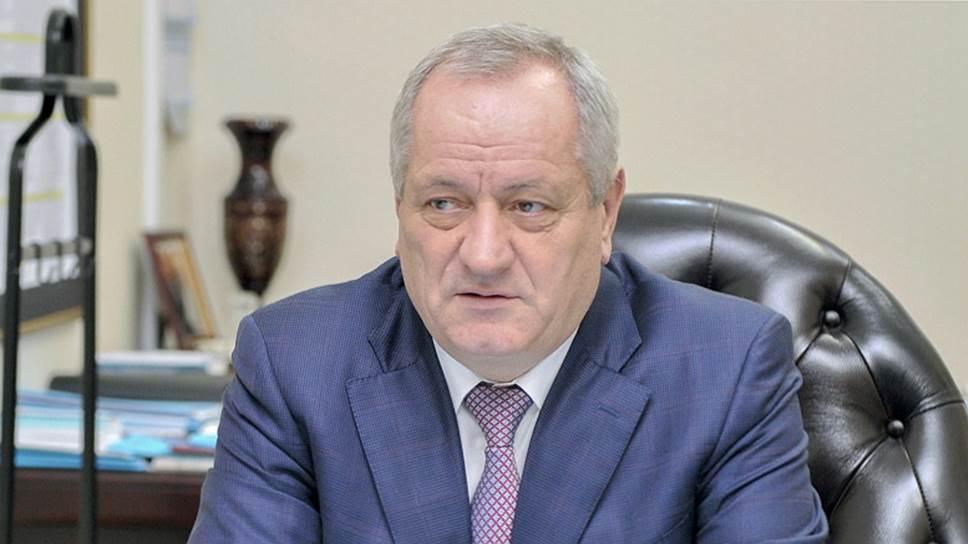 Как за махинации с машинами бывшего главы Дагестана был арестован его племянник