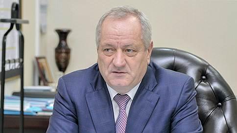 Бронированные автомобили вывезли на кривую дорожку // За махинации с машинами бывшего главы Дагестана арестован его племянник