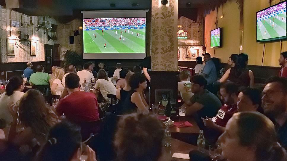 Сколько рестораторы заработали на футбольных болельщиках