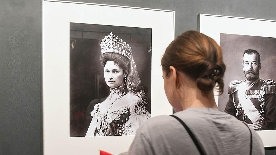 Николай II и его семья предстали на выставке в хорошо известных фотографиях