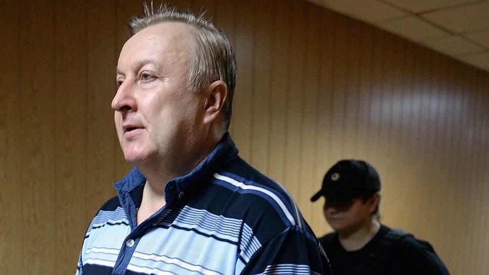 Суд вдвое сократил срок, запрошенный гособвинением для генерала Варчука