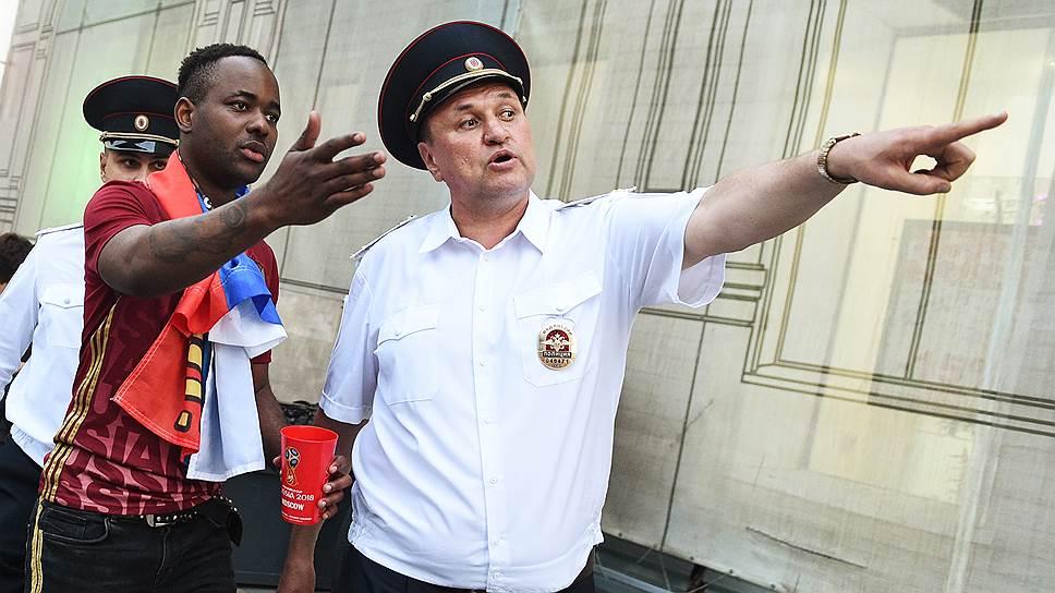 Некоторым иностранным болельщикам после чемпионата мира снова объясняют, как им проехать в Москву