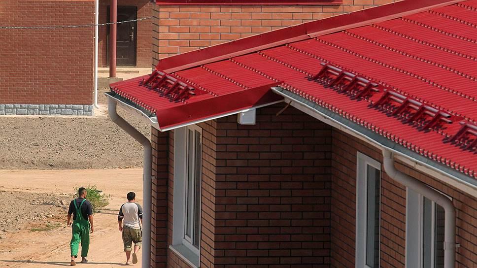 Притом что на малоэтажные здания приходится до половины вводимого в РФ жилья, в Жилищном кодексе нет ни определения таунхаусов и коттеджных поселков, ни правил управления ими