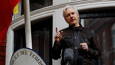 Джулиана Ассанжа лишают дипломатического укрытия  / Основателя WikiLeaks выгоняют из посольства Эквадора в Лондоне