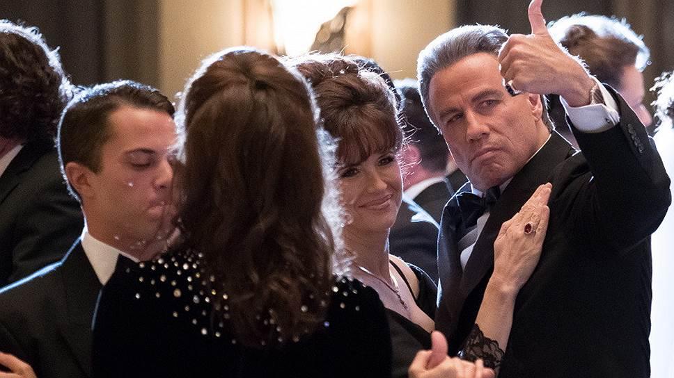 Джон Траволта в роли Джона Готти (справа) безуспешно пытается соперничать с «крестными отцами» прежнего Голливуда