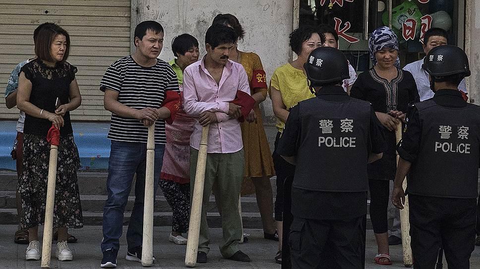 Меры безопасности в Синьцзян-Уйгурском автономном районе ужесточаются год от года. По данным ООН, число заключенных в «лагерях перевоспитания» в этом году достигло миллиона человек