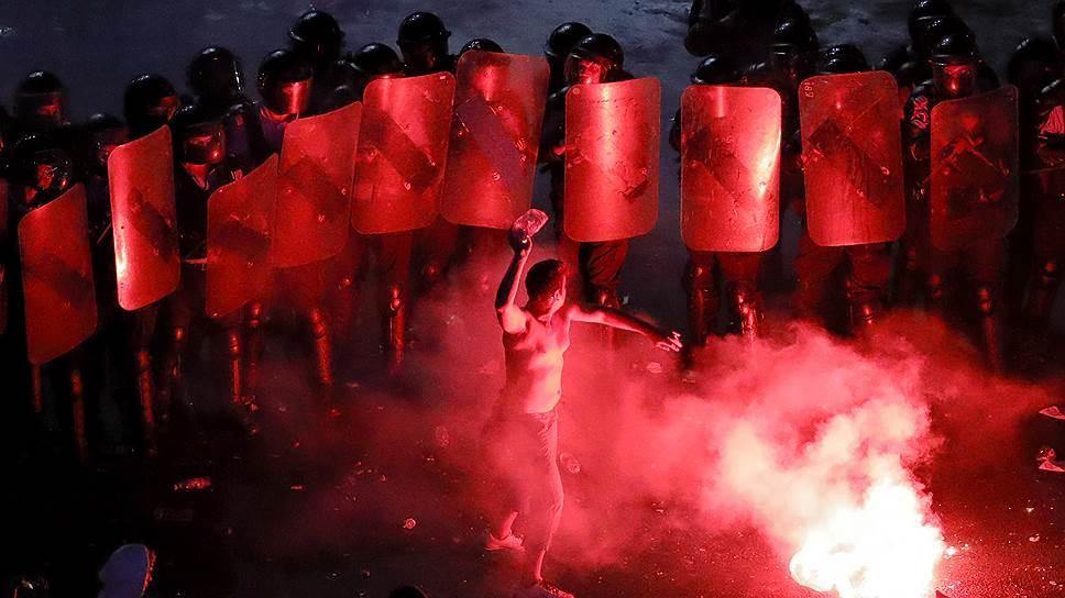 По мнению лидера правящей партии Ливиу Драгни, протесты — дело рук президента Клауса Йоханниса, который в одиночку пытается свергнуть социал-демократов