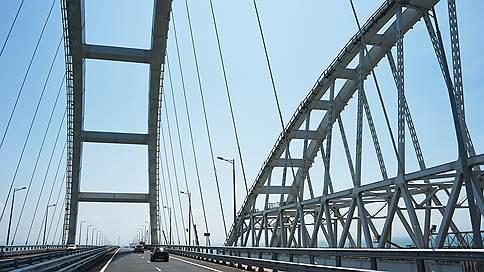 Грузовики досмотрят мобильно // Через Крымский мост их пропустят по временной схеме