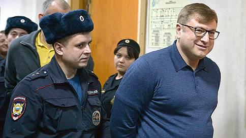 Подрядчиков ФСО подчинили главе Форума // Дмитрия Михальченко обвинили в создании ОПС для хищения средств в Ново-Огарево