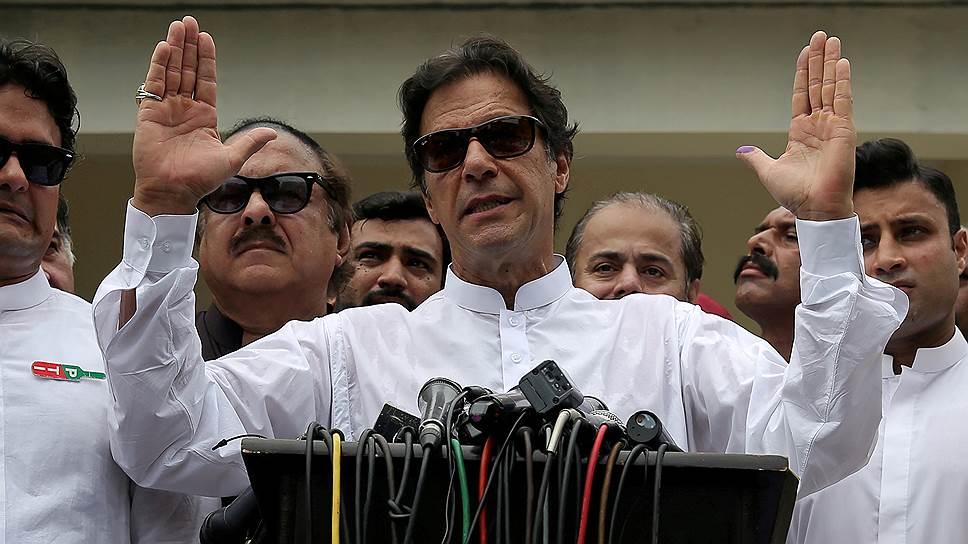 Как бывший чемпион по крикету возглавил Пакистан