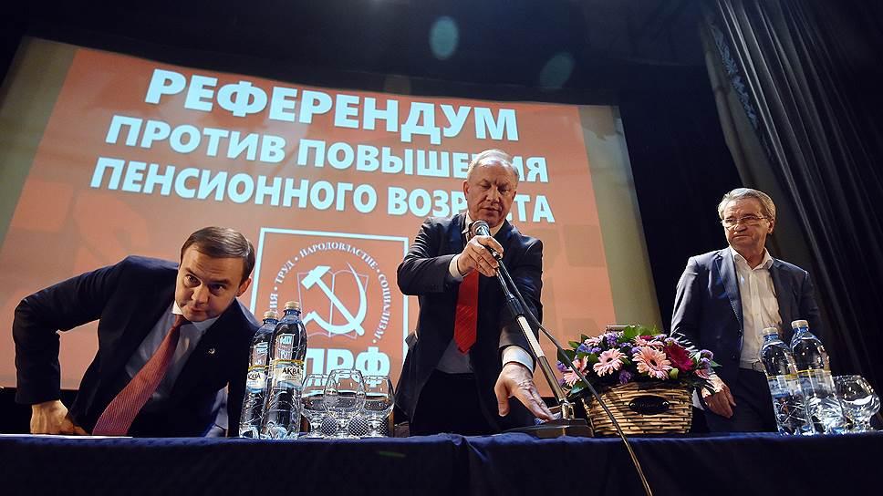 Как альтернативные инициативные группы по референдуму обходят КПРФ в регионах