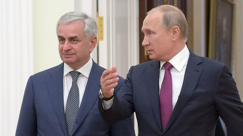 Президент Абхазии Рауль Хаджимба и президент России Владимир Путин смотрят на развитие двусторонних отношений одинаково оптимистично