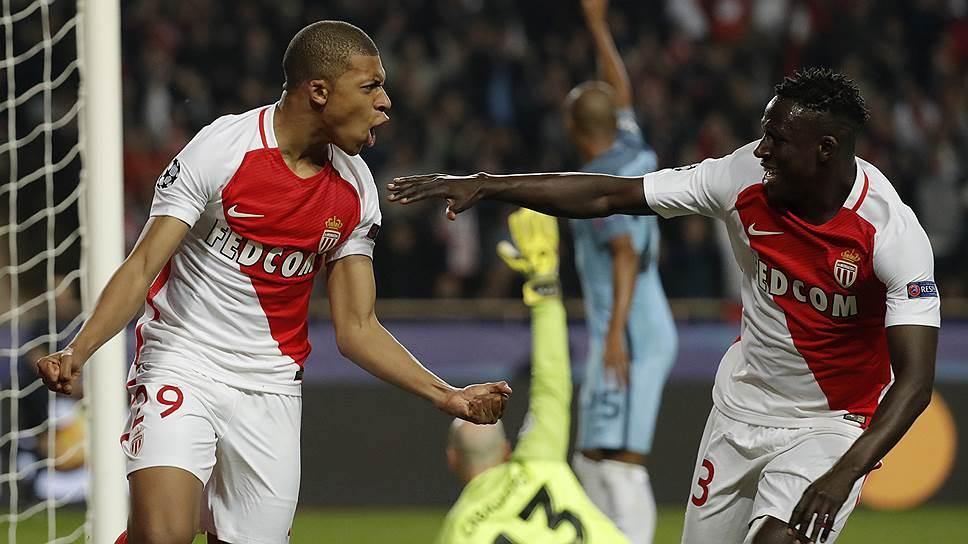 Главным «продавцом» в европейском футболе является «Монако». Летом 2017 года только за Килиана Мбаппе (слева) и Бенжамена Менди французский клуб выручил €240 млн