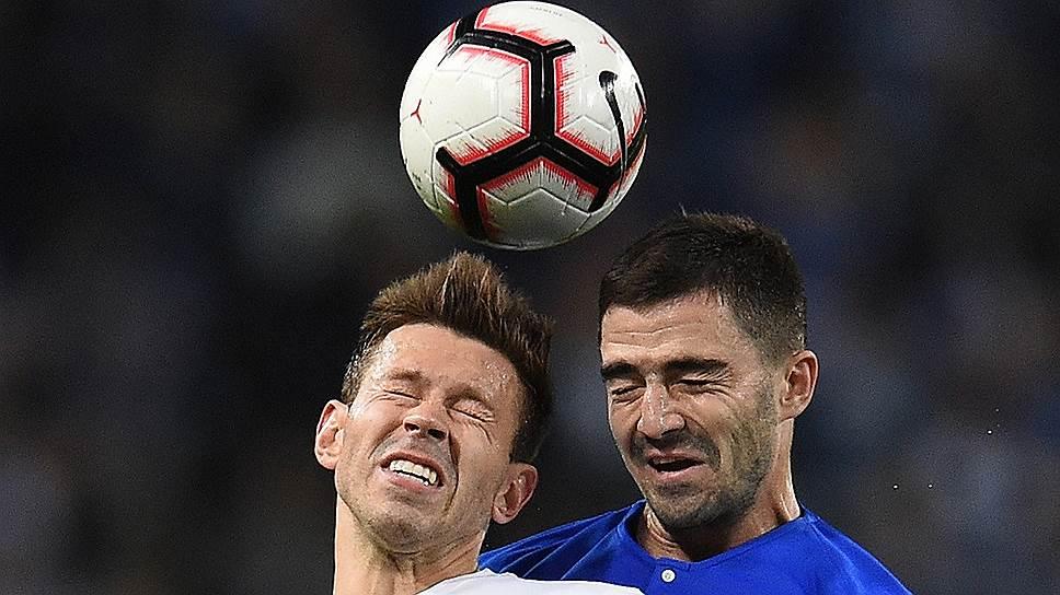 Выход на замену Федора Смолова (слева) не помог «Локомотиву» избежать потери очков в противостоянии с «Динамо»