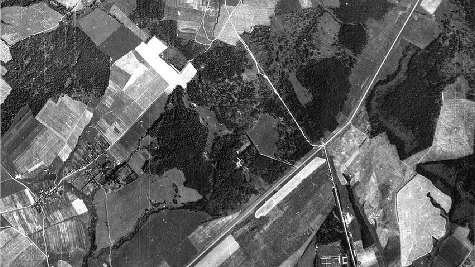 Разведывательный аэрофотоснимок Люфтваффе за 26 августа 1942 года, хранящийся в национальном архиве США, на котором изображена территория спецобъекта НКВД «Коммунарка»