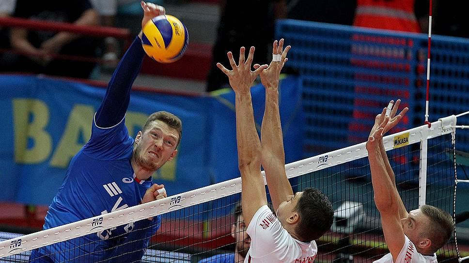 Поражение от сербов поставило сборную России (в атаке Дмитрий Мусерский) в такое положение, когда каждая следующая осечка будет роковой