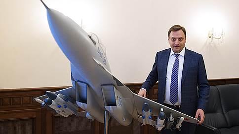 ОАК перенастроила управление // Объединенная авиастроительная корпорация укрепила руководство тремя новыми должностями