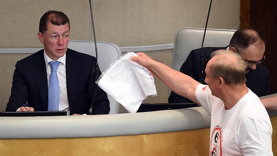 Министру труда Максиму Топилину в Госдуме предъявляли разнообразные аргументы против изменения пенсионного возраста, что, впрочем, не отразилось на результатах голосования