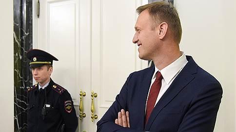 Алексей Навальный просит открыть реестры // Глава ФБК пожаловался в Конституционный суд на применение закона о персональных данных