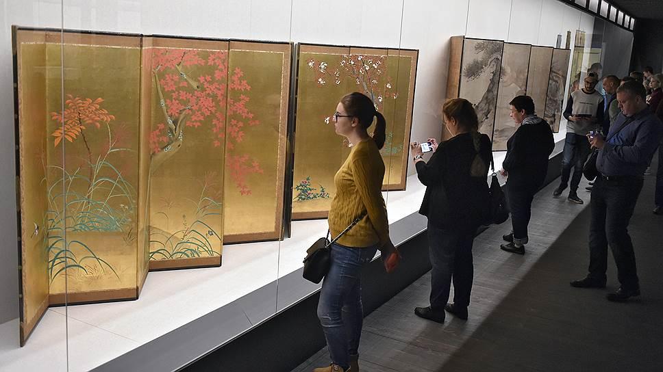 Драгоценные ширмы показывают японское искусство эпохи Эдо многосложным и многоплановым