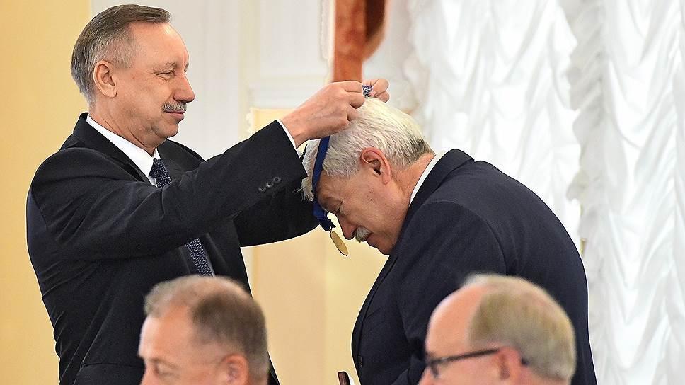 Как петербургским чиновникам представили «правильного человека»