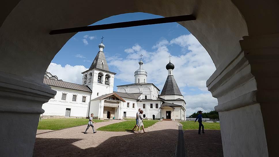 У церкви свои виды на Кирилло-Белозерский монастырь