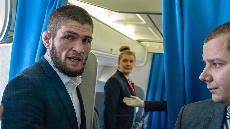 Рано утром самолет с Хабибом Нурмагомедовым на борту взял курс на встречу с Владимиром Путиным в Ульяновске
