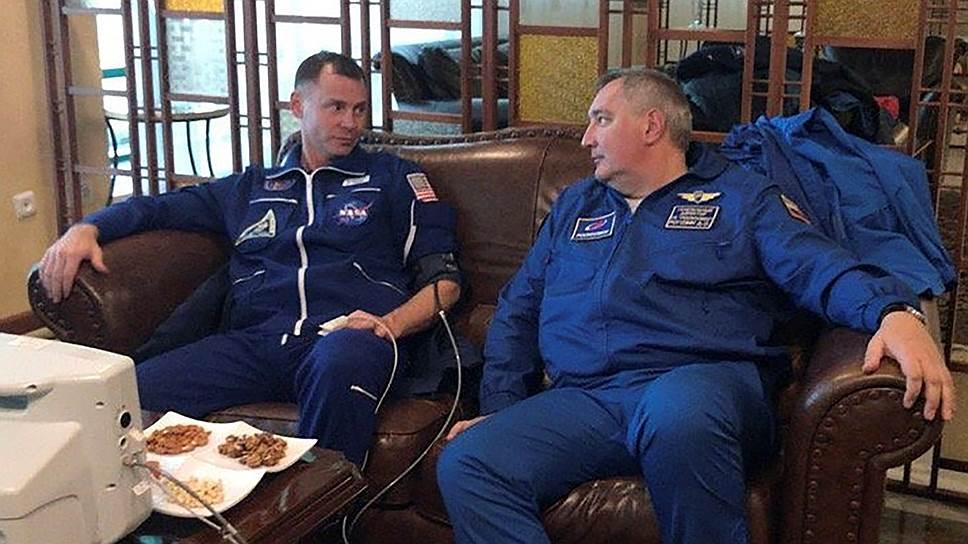 Главе «Роскосмоса» Дмитрию Рогозину и астронавту NASA Нику Хейгу было что обсудить после такого полета