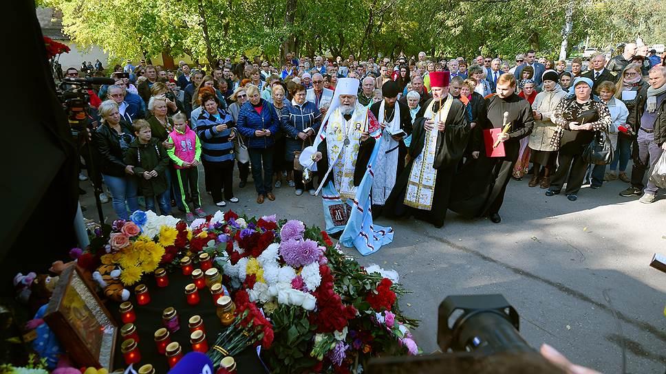 Молебен по погибшим при нападении на Керченский политехнический колледж