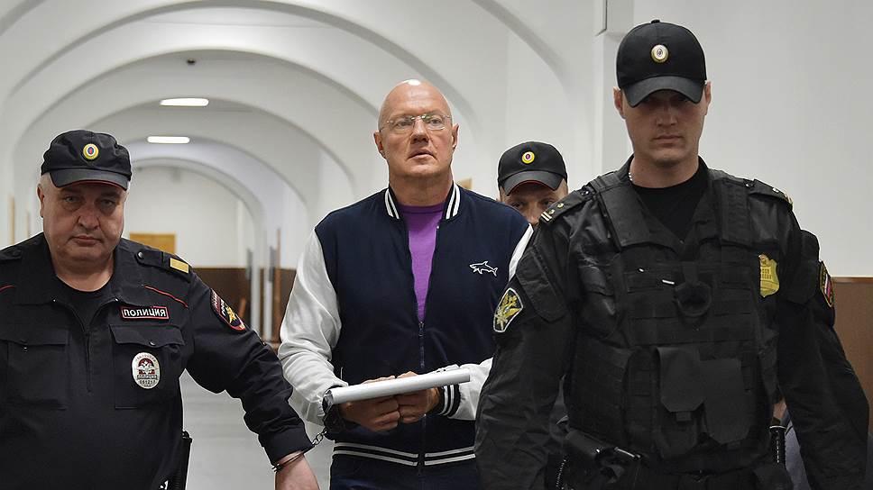 Вице-премьер Крыма Виталий Нахлупин не смог убедить суд его не арестовывать