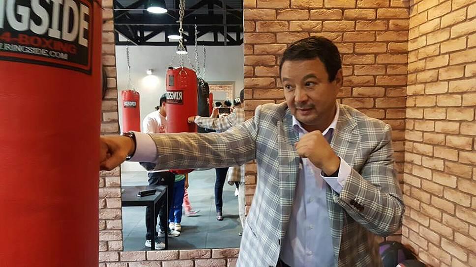 Знаменитый в прошлом боксер Серик Конакбаев (на фото) будет единственным соперником исполняющего обязанности президента AIBA Гафура Рахимова на выборах нового главы федерации