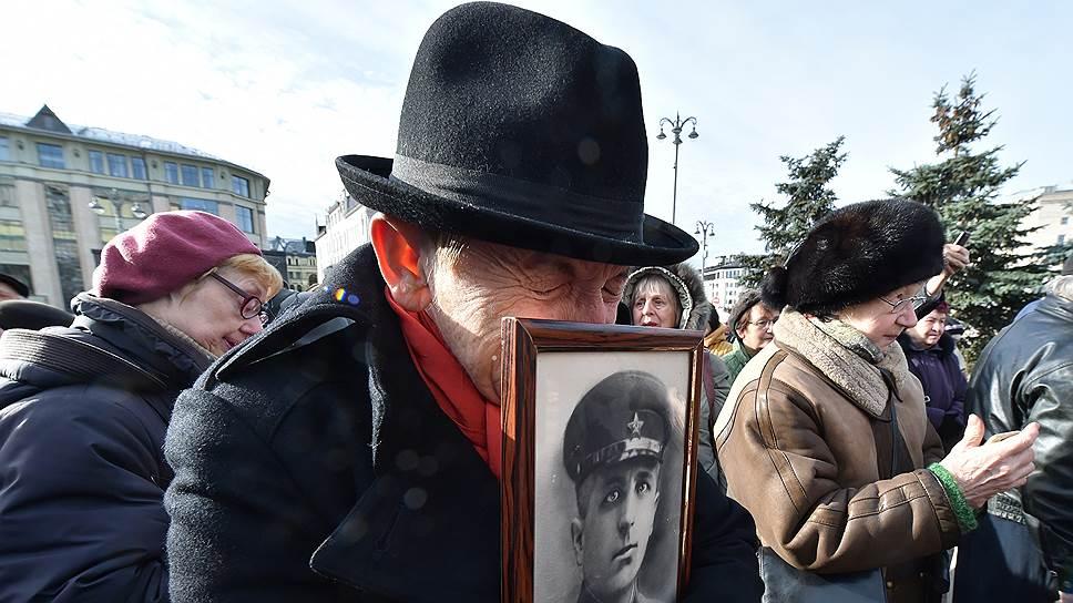 Для родственников репрессированных акции памяти становятся символом того, что преступления прошлого не забыты