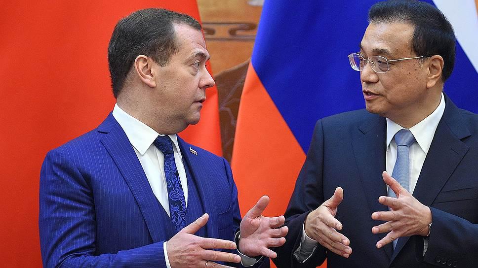 На переговорах в Пекине глава правительства РФ Дмитрий Медведев и премьер Госсовета КНР Ли Кэцян обсуждали в том числе возможности достижения долгосрочной цели удвоения товарооборота между двумя странами