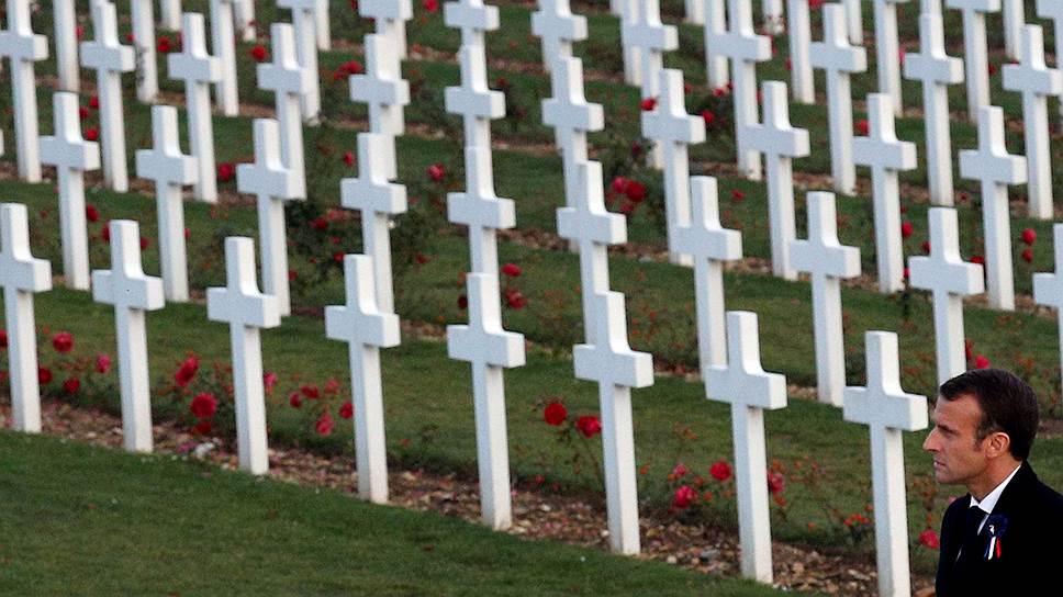 Совершая поездку по местам боевой славы Первой мировой, президент Франции Эмманюэль Макрон 6 ноября посетил военный мемориал под Верденом
