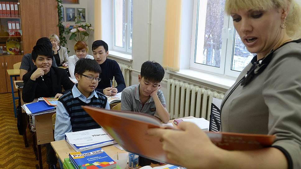 Школьники плохо справляются с учебной программой, но хорошо с учителями