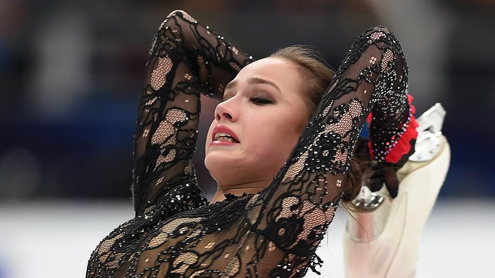 Алина Загитова первенствовала в турнире одиночниц, несмотря на то что в произвольной программе сорвала тройной флип, сделав его двойным