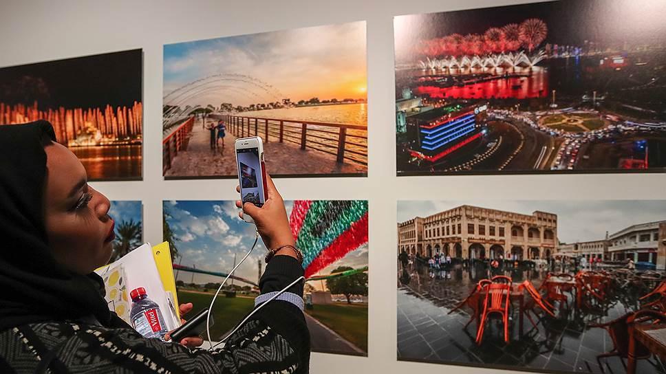 Тон выставке катарского искусства задает фотография