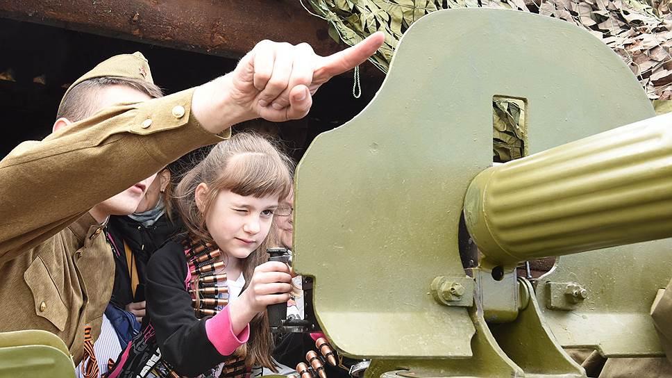 Патриотическое воспитание школьников остается преимущественно военным