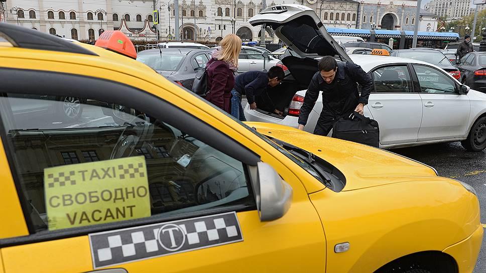Власти Москвы предложили агрегаторам контролировать доход водителей