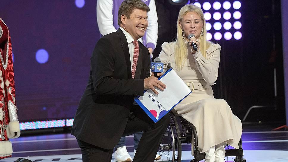Дмитрий Губерниев вел церемонию с таким же видом, как и год назад