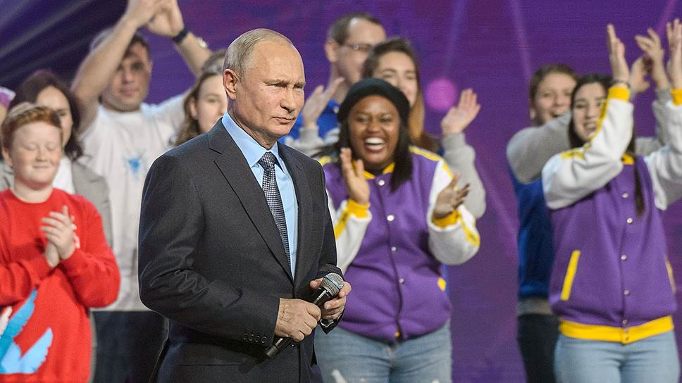 Владимир Путин на вручении премий добровольцам России напоминал себя годичной давности