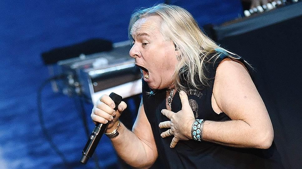 Важной частью московского концерта стали ностальгические воспоминания вокалиста Uriah Heep Берни Шоу (на фото)