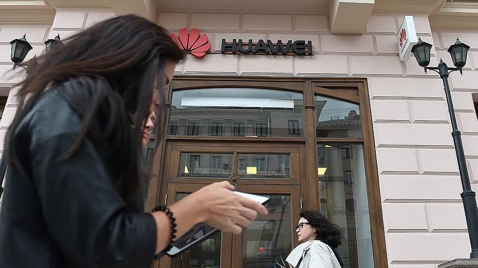 Российские ритейлеры фиксируют резкий рост спроса на смартфоны с большим экраном