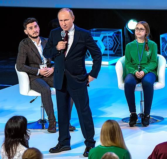 Владимир Путин на форуме «ПроеКТОриЯ» пытался объяснить подросткам что-то про них, а на самом деле говорил про себя
