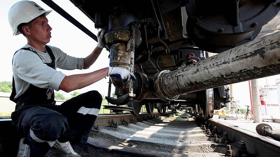 Рост цен на топливо для бизнеса в итоге отольется тем же гражданам, для которых они формально заморожены