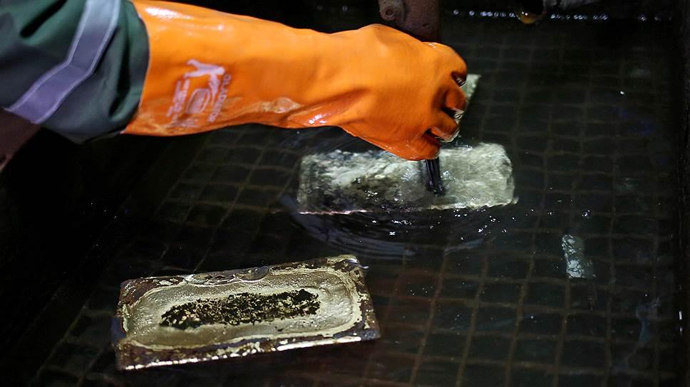 Как новый призрак торговой войны США и Китая поднял спрос на золото